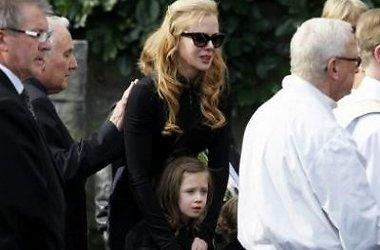 Nicole Kidman pays last respects to her father