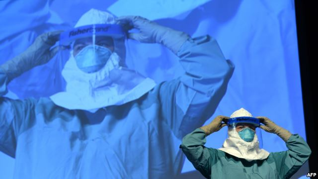 Doctors test new vaccines against Ebola