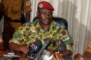 African Union gives Burkina Faso 2 weeks to restore civil authority