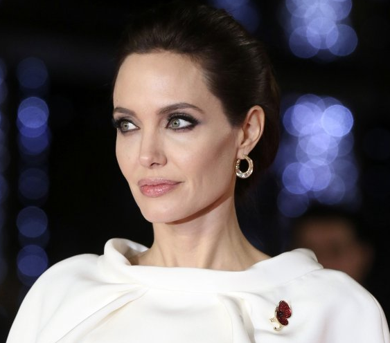 Angelina Jolie wins London by her elegance and refined taste