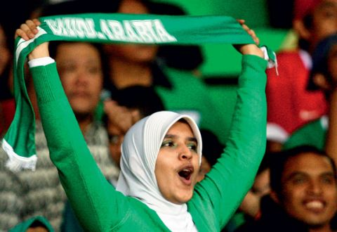 "In Saudi Arabia a woman ""pretends"" to be a man to attend the football game"