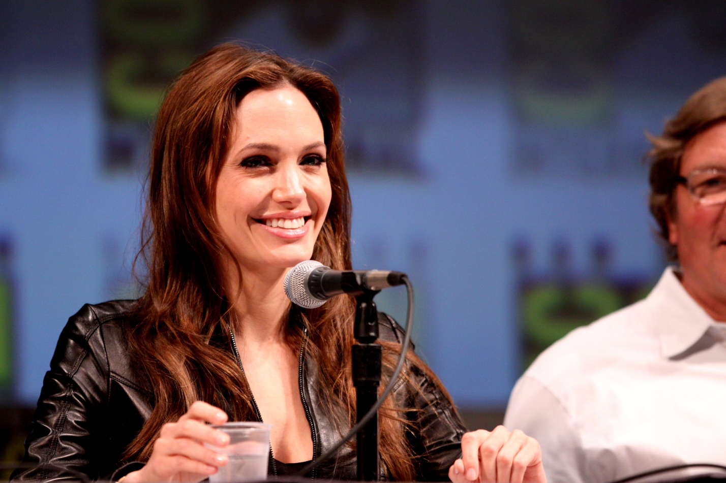 Angelina Jolie to meet Pope