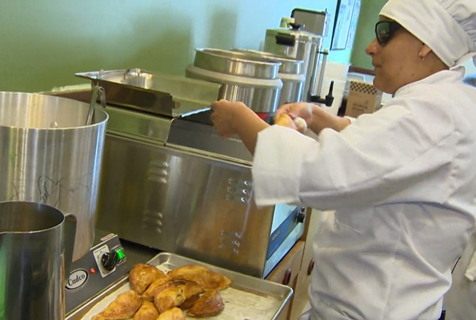 Blind American opens her own restaurant