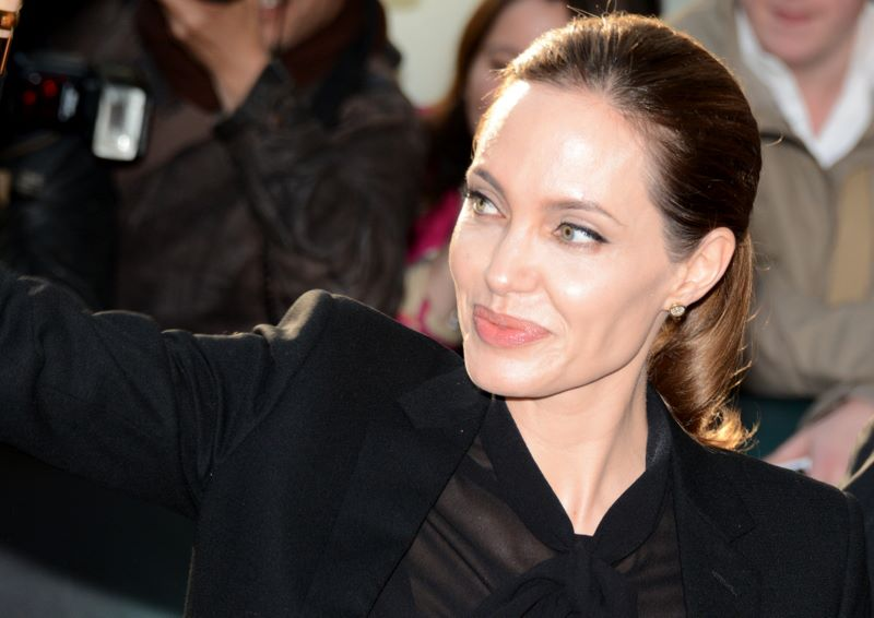 Angelina Jolie calls for world peace in Iraq