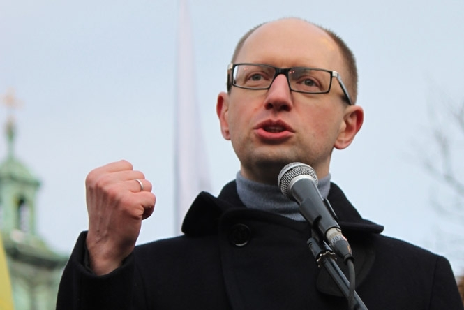 Yatsenyuk urges militia to train and be vigilant on May 8-9