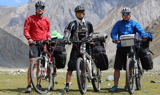 Ukrainian bicyclists conquered the Indian Himalayas