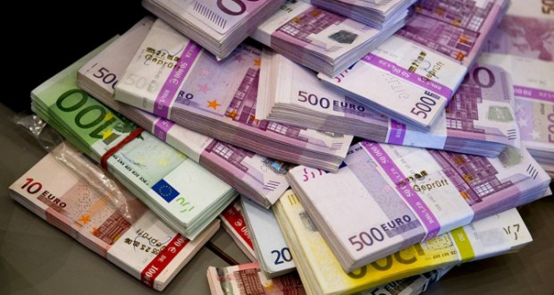 Finland will provide every citizen with monthly taxfree 800 euros payment