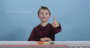 American kids try candies from around the world. From Ukraine too
