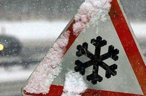 Heavy snow and sleet caused power outage and multiple car accidents in Ukraine, storm alert announced