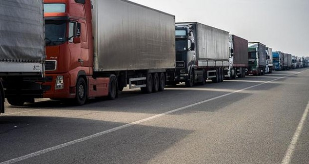 Ukraine lifts ban on Russian truck traffic transit from February 25