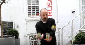 Man can solve 3 different Rubik's Cube while juggling them