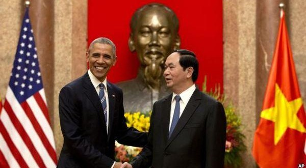 US President lifts embargo on lethal arms sales to Vietnam