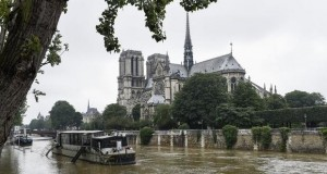 Europe floods: Louvre to close as Seine rises further