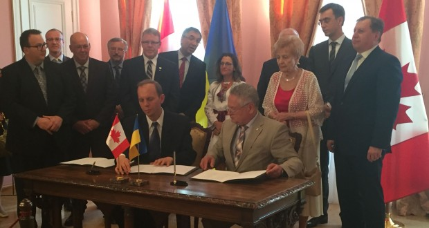 UkraineIs in presence of Prime Ministers Volodymyr Groysman and Justin Trudeau signs one of the first three business agreements after signature of the Canada-Ukraine Free Trade Agreement