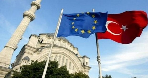 Give us EU visa freedom in October or abandon migrant deal, Turkey says