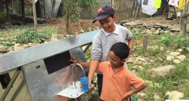 Solar panel for pure drinking water from the air