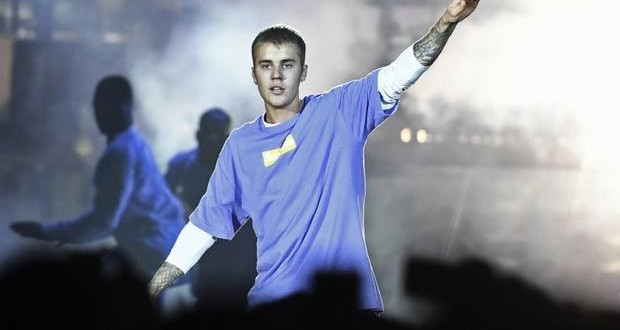 Justin Bieber punches fan in face hard in Barcelona - video