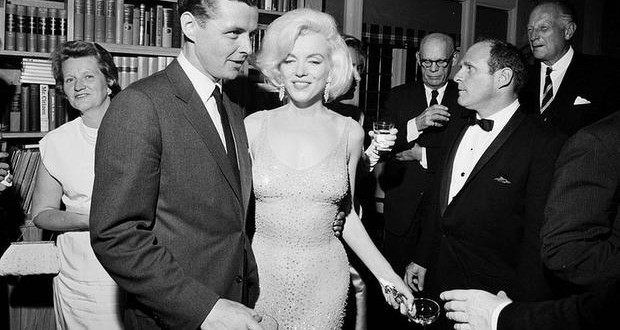 Marilyn Monroe's dress sold for record price