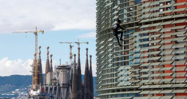 French 'Spiderman' conquers Barcelona skyscraper without harness