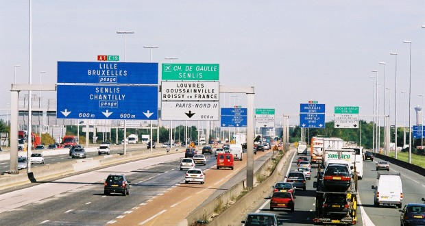 Two Qatari women robbed of €5mln in jewelry on highway near Paris