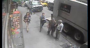 Passerby steals $1.6mln bucket of gold flakes from truck in New York