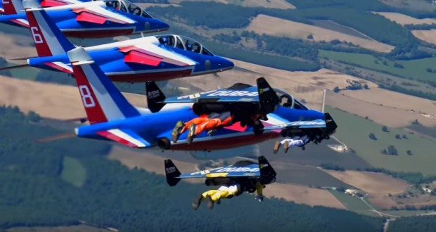 Jetmen are back: three pilot with tiny wings performed formation flight with Patrouille de France