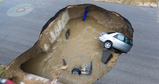 Sinkhole swallows two cars, killing police officer in Texas