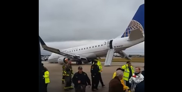 Plane nose gear collapses on emergency landing in San Antonio, the US