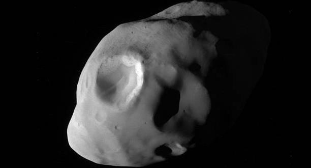 Cassini shows Saturn's moon Pandora close up