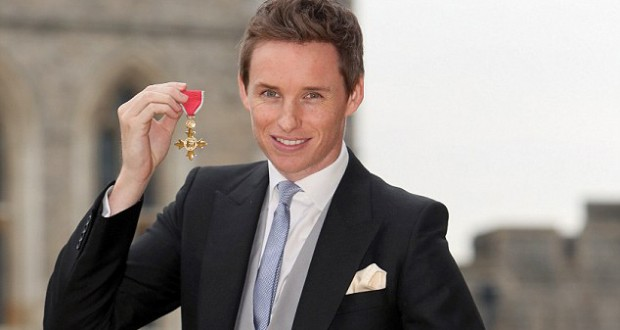 Eddie Redmayne honored with medal of the Order of the British Empire