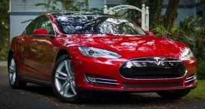 Watch Tesla autopilot predicting car accident