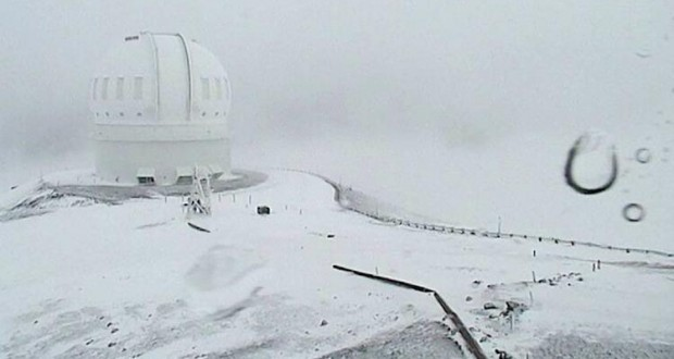 Two feet of snow cover Hawaii