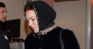 Lindsay Lohan spotted in headscarf amid claims she's converted to Islam