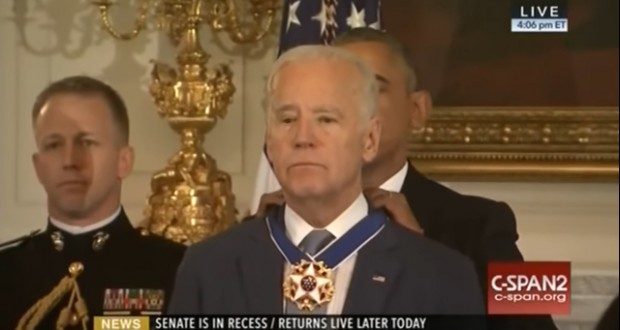 Obama awarded Biden with Presidential Medal of Freedom - video