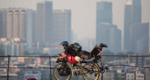 Innovative Chinese cyclist says no to sitting on saddles