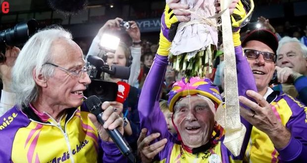 105-year-old Frenchman sets world cycling record - video