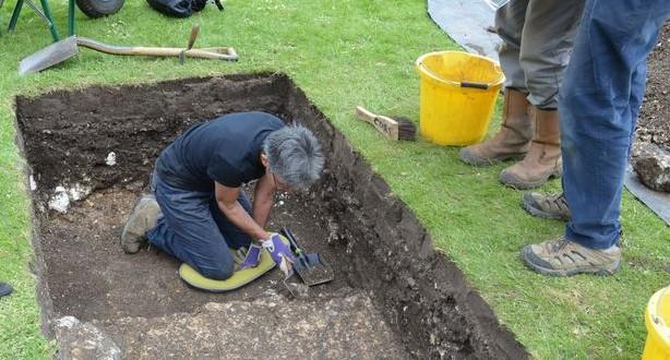 Archeologists discover 'posh' Roman houses under British city center park