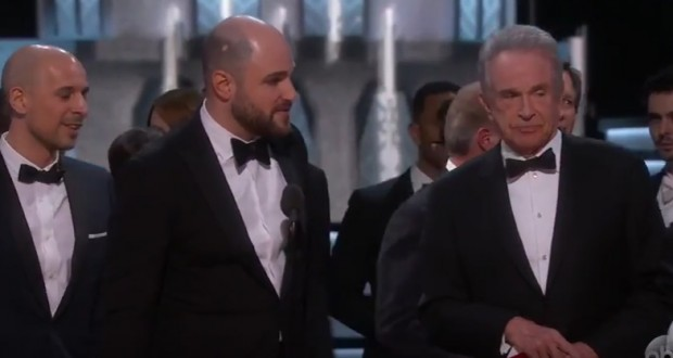 Oscars 2017: 'Moonlight' wins best picture award after baffling on-stage flub - video