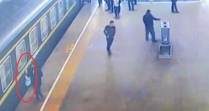 Watch three-year-old girl who fell between train and platform rescued by passengers