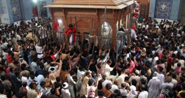 Pakistan: IS attack on Sufi shrine in Sindh kills dozens