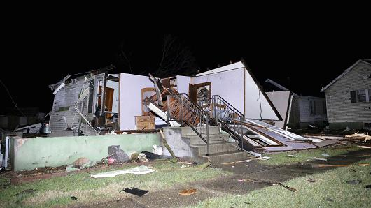 Tornadoes, storms rip through US Midwest, killing at least two