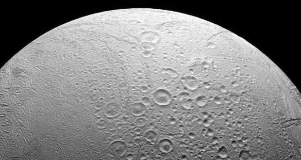 Cassini shows dichotomy of Saturn's moon Enceladus