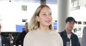 Sia spotted without her wig in Los Angeles airport