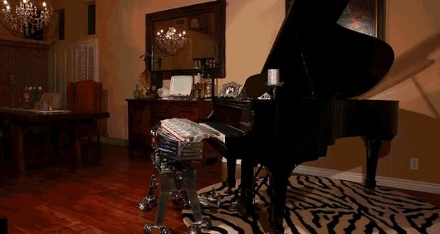 Watch This Piano-Playing Robot Virtuoso