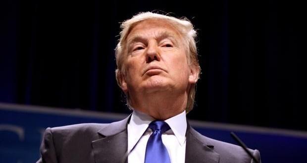 Hawaii judge extends halt on Trump travel ban