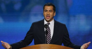Behold Kal Penn's Expert Trolling Of That Kellyanne Conway Couch Photo