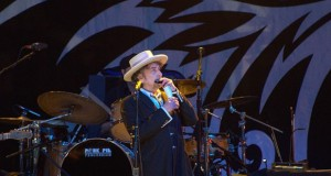 Bob Dylan finally agrees to collect Nobel prize