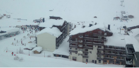 No fatalities after avalanche hits popular French resort