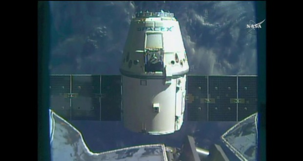 SpaceX Dragon Capsule Makes Splashdown in Pacific