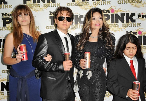 Paris with her brother Prince, aunt La Toya and Blanket back in 2012